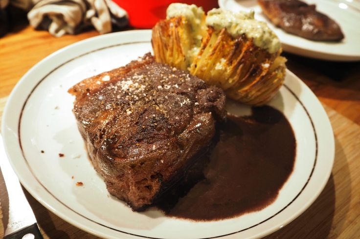 Perfect steak with Hasselback potatoes and home made béarnaise