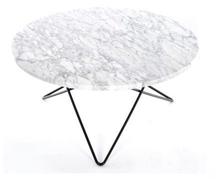 O-table sofabord designet av Dennis Marquart for OX Design. Et bord i tidløs design med vakker White Carerra marmor og bein i rustfritt stål eller svart pulverlakkert stål, med en høyde på 40 cm. Med bein i messing er bordet 36 cm høyt. Diameter 80 cm. OBS. 4 - 6 ukers levering. Bordet må hentes på showroom SENDES IKKE Marmor er et naturmateriale og mønsteret vil avike noe fra bildet. Det er ikke gyldig reklamasjonsg...