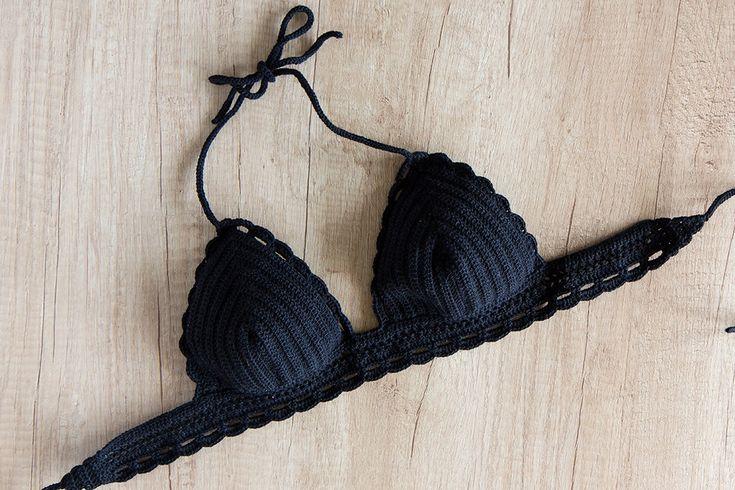 Parte superior del Bikini Negro Halter Bikini Top por LaKnitteria