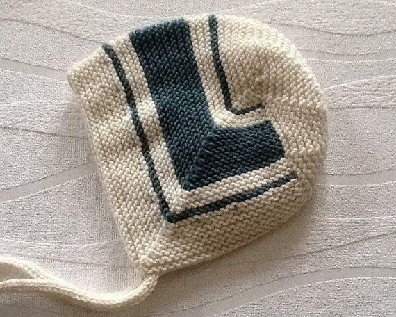 Bonnet de bébé en tricot main. Chapeau de style vintage bébé 3-6 mois. Bonnet de bébé. Cadeau de bébé. Fait à l'ordre-Choisissez vos couleurs.