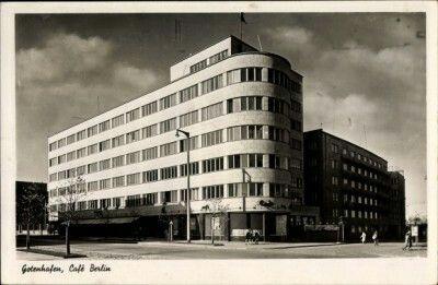 Ròg ulic 10-go Lutego i 3-go Maja, gmach ZUSu i uwcześnie Caffe Berlin.