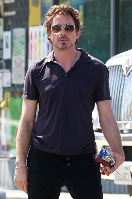 What is this pic of rdj?? He looks weird here xD @greggjl31