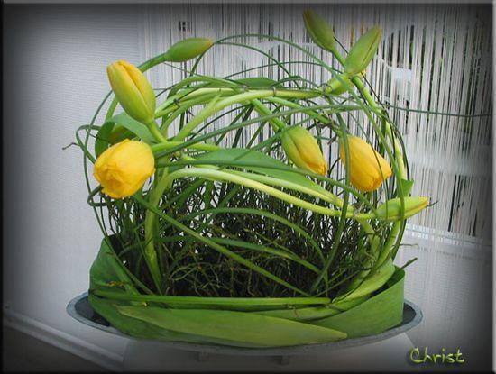 Arrangement with tulips