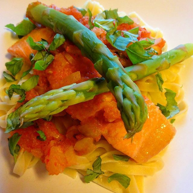 Edel's Mat & Vin : Ovnsbakt ørret i hot tomatsaus, servert med pasta ...