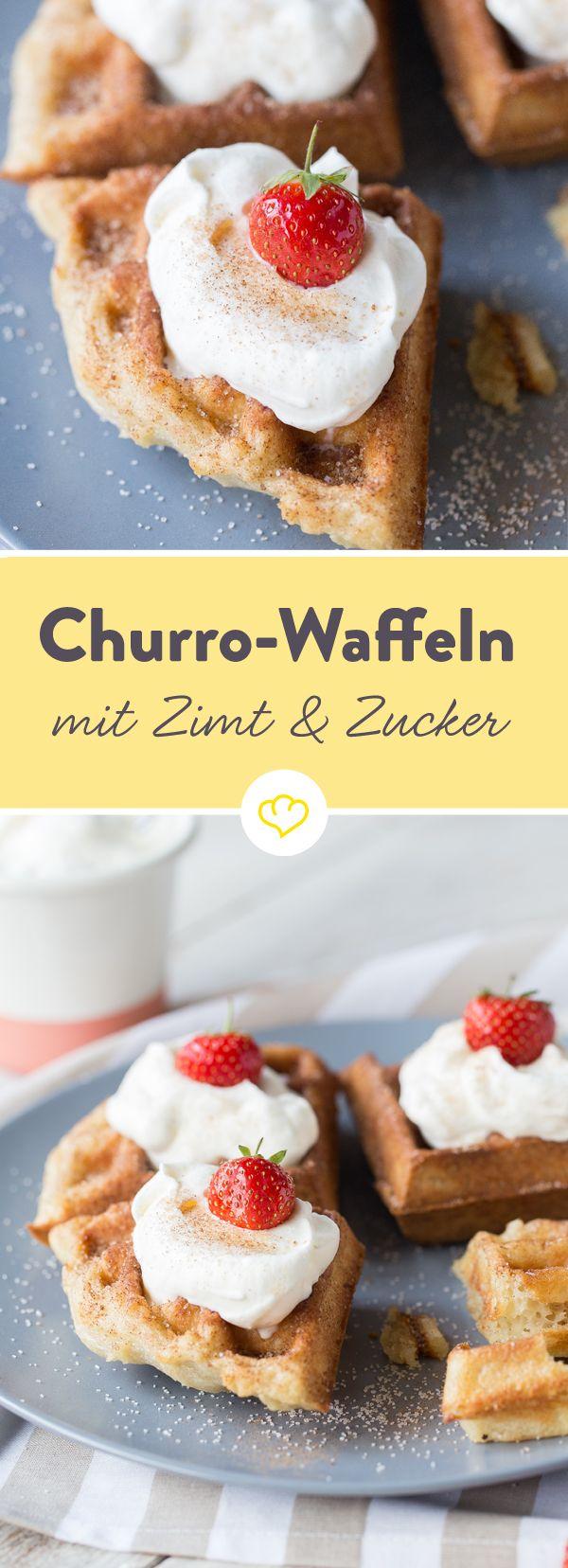 Du liebst Churros? Dann darfst du deinen Lieblingssnack jetzt völlig neu und frisch aus dem Waffeleisen kennenlernen – als krosse Churro-Waffel mit Erdbeeren und Sahnehäubchen.