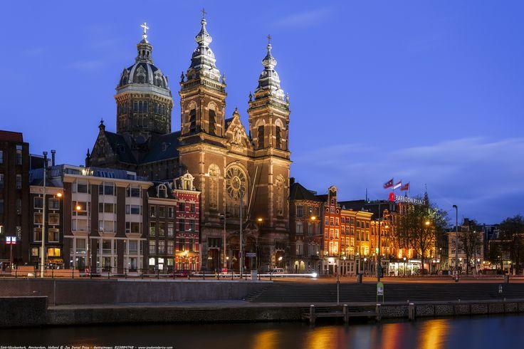 https://flic.kr/p/21U7eN5 | Blue Hour, Sint-Nicolaaskerk (Basilica of Saint Nicholas), Amsterdam, Holland