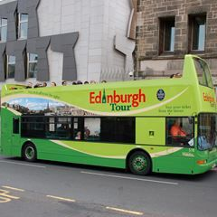 Royal Edinburgh: 3 Hop-On, Hop-Off Bus Tours with Fast-Track Entry to Edinburgh Castle, Palace of Holyroodhouse & Royal Yacht Britannia
