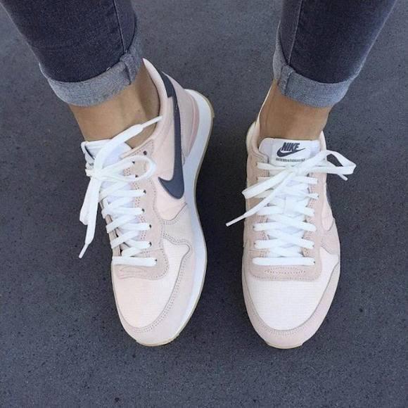 Baskets Nike Internationalist rose/gris