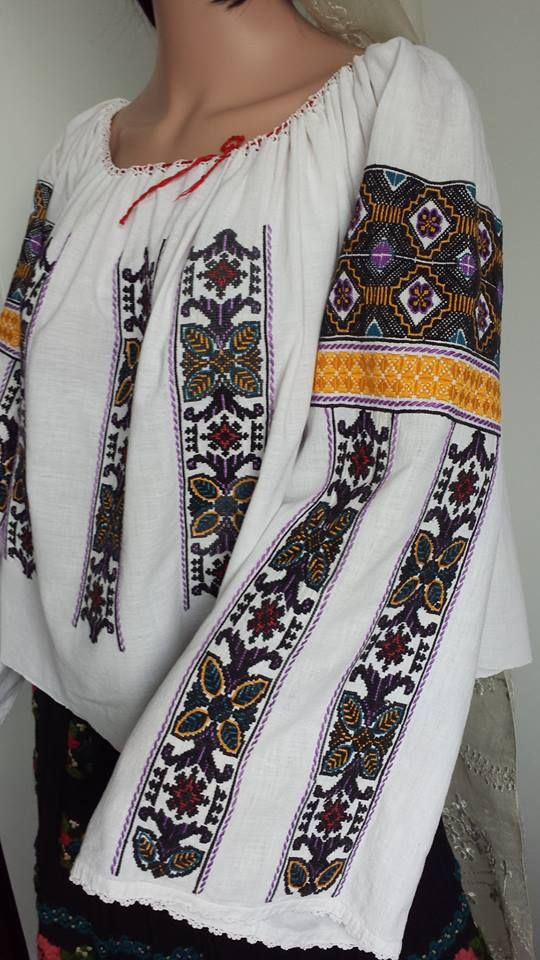 Vintage traditional Romanian blouse (IIE) -- Mehendinti Area