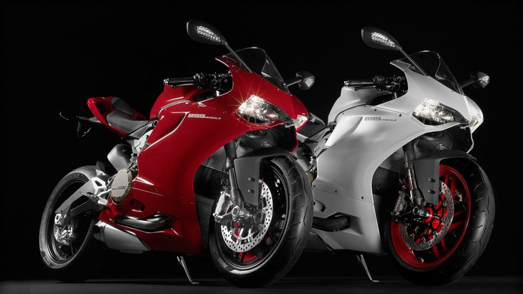 SBK-899-Panigale_2014_Studio_R-W_Combo01_1920x1080.mediagallery_output_image_1920x1080