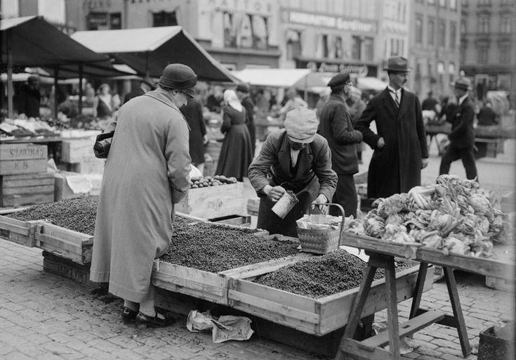 Bärförsäljning i Stockholm dåförtiden. Sverige 1940-talet - Sök på Google