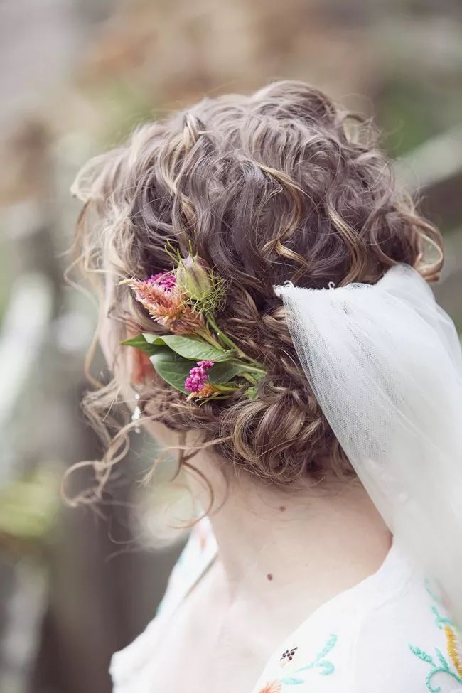 Bride with bohemian flowers and veil | Dreamlove Photography | see more at http://fabyoubliss.com