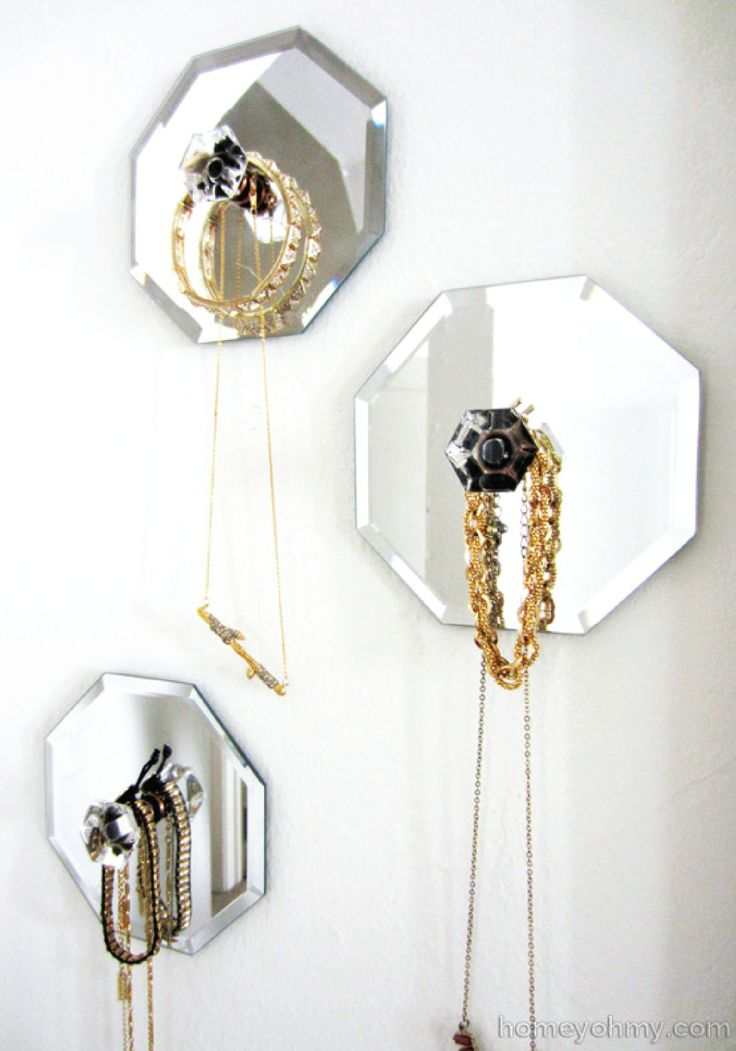Show off cool jewelry with DIY mirrored hangers http://www.homeyohmy.com/diy-mirror-jewelry-wall-hangers/