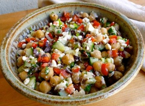 Weight Watchers Chickpea & Feta Salad Recipe - Simple Nourished Living - 4 WW Points Plus #WeightWatchers