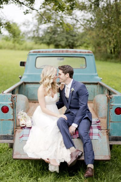 Adorable barn wedding: http://www.stylemepretty.com/maryland-weddings/2014/09/26/maryland-barn-wedding-at-chanteclaire-farm/ | Photography: Kelsey Kradel - http://kelseykradel.com/