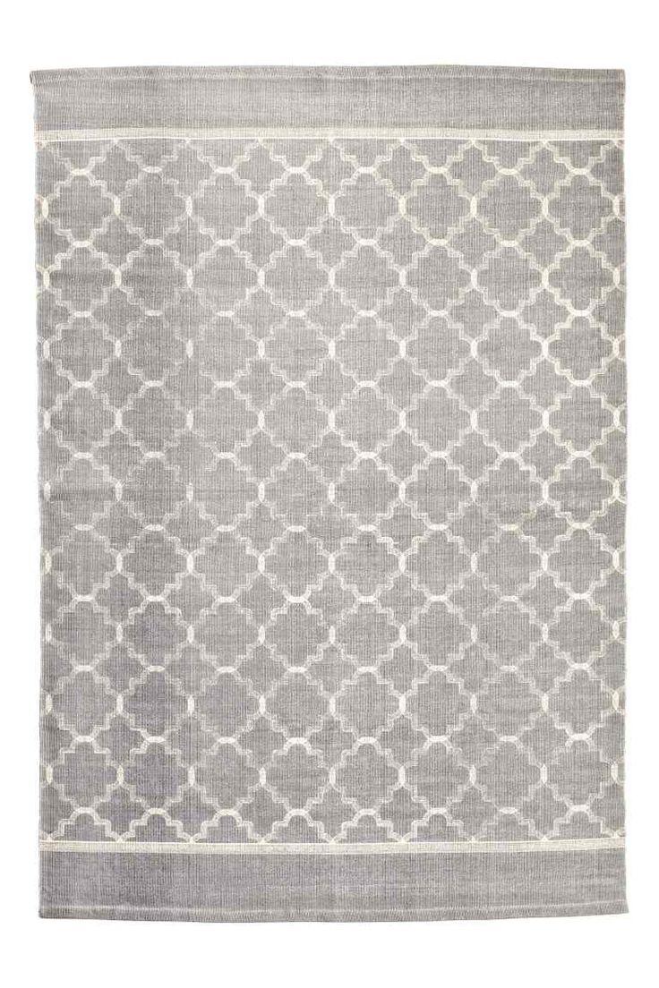 Tappeto in cotone fantasia: Grande tappeto in tessuto di cotone con motivi stampati sopra.