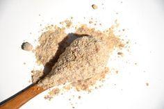 """Le souchet comestible est un tubercule provenant de Méditerranée. Elle porte également le nom de """"noix tigrée"""". Pour être consommés, les tubercules doivent être séchés. Ils sont consommés entiers, sous forme d'huile, de boisson..."""