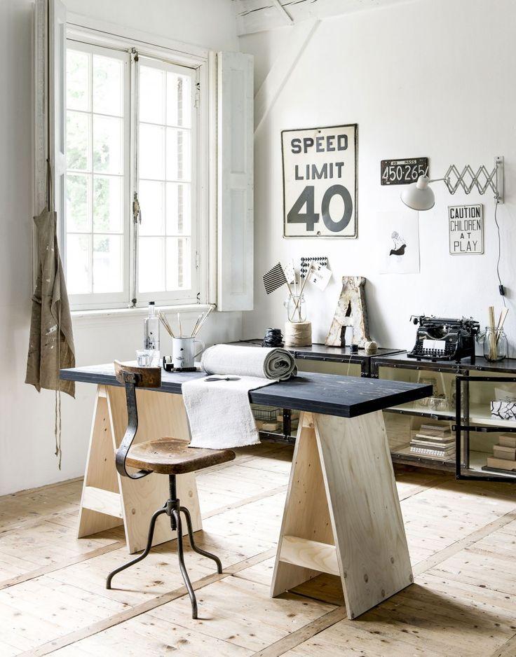 Maak je eigen bureau in je werkkamer   Make your own desk for your workspace   Photographer Sjoerd Eickmans   Styling Kim van Rossenberg   vtwonen October 2015