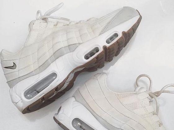 La silhouette avant-gardiste de la Nike Air Max 95 lui permet d'être toujours aussi désirable 20 ans plus tard… Pour la petite histoire, son designer Sergio Lozano s'est inspiré de …
