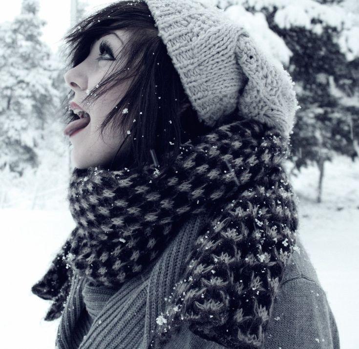 Scene Girl Fashion Tip Nº11: Girl wearing a Scarf on winter - http://ninjacosmico.com/22-style-tips-scene-girl/