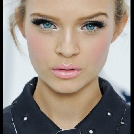 Pale pink lips and big lashes