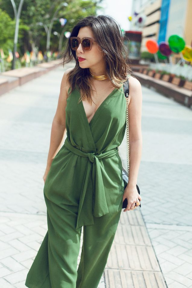Green jumpsuit / Celine sunnies / Choker