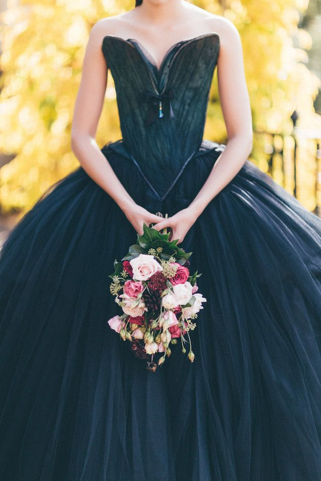Halloween Wedding Inspiration | Sanshine Photography | Charlotte Munro | Bridal Musings Wedding Blog 27