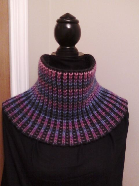 This is an amazing machine knit piece! Ravelry: ridelikethewind's Reversible Vertical Stripe Tuck Rib Cowl