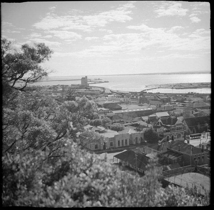 363562PD: Bunbury and harbour, ca 1950 http://encore.slwa.wa.gov.au/iii/encore/record/C__Rb2952045?lang=eng