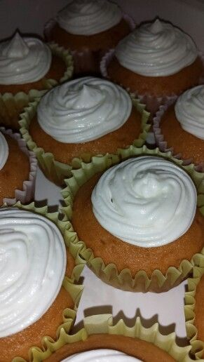 Buttercream frosting, Frostings and Cupcake on Pinterest