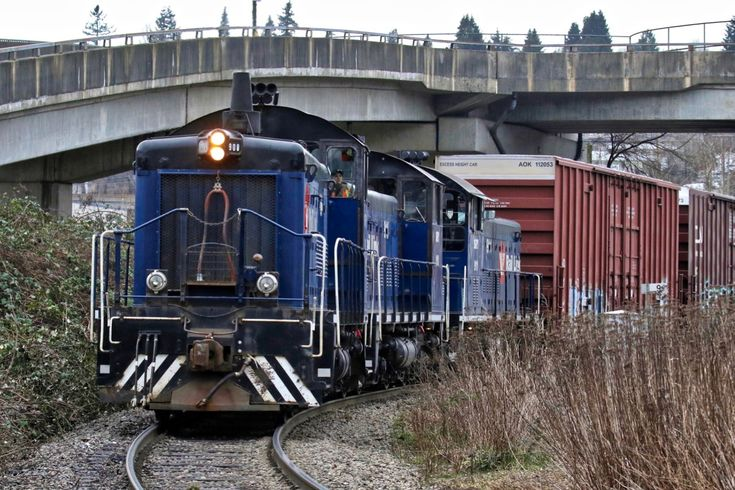 Southern Railway of B.C. (SRY) locomotive 908 leads a train in New Westminster, B.C. Click image to enlarge.