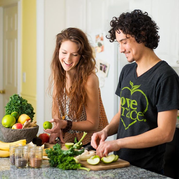 "Carissa and Jake of Love Grace. graduated from Integrative Nutrition in 2009 and have since built a juice and superfood smoothie company with the mission: ""Health should be fun and delicious."" Here's how they got started!"