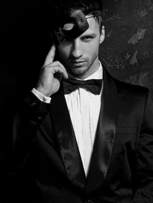 Black tie + black mask