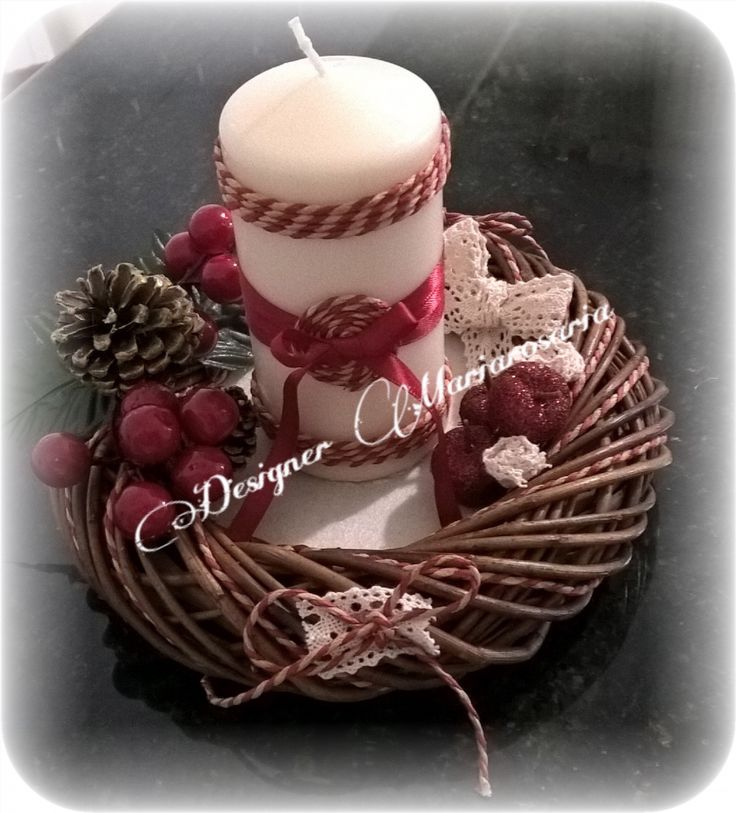 Addobbo natalizio con candela e ghirlanda