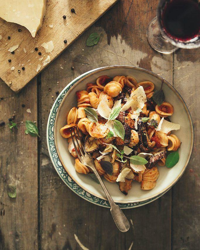 { NEW POST } Direction la Sicile avec une recette incontournable les pasta alla norma  lien dans ma bio . . . #foodstyling #pasta #liveauthentic #livefolk #dansmonassiette #cettesemainesurinstagram #f52grams #thefeedfeed