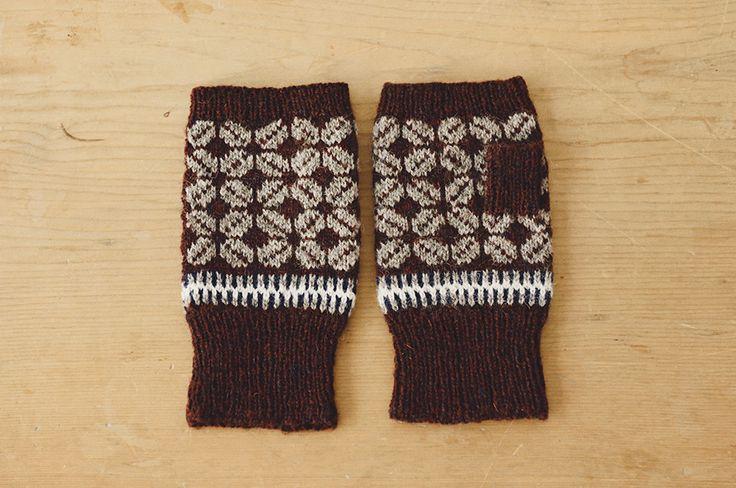 編みもの作家・三國万里子さんのお店「Miknits」です。2015年のテーマは「編みものお茶会」。さまざまな編みものキットに加え、ピクニックマットやタンブラーなどのアイテムもご用意しました。