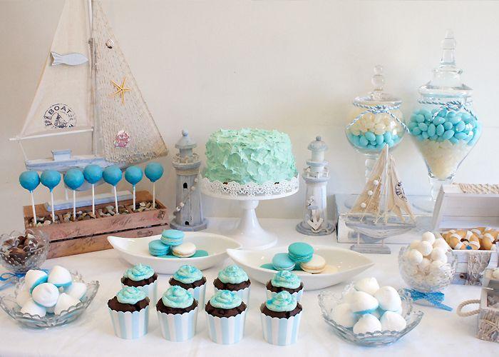 """Una mesa de dulces con colores y motivos marinos / A """"watery"""" dessert table"""