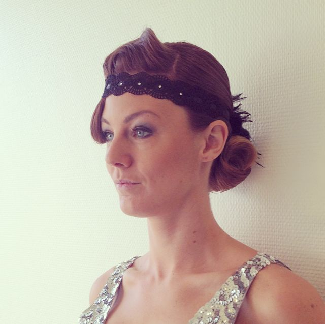 Gatsby Charleston hair style wave and feather