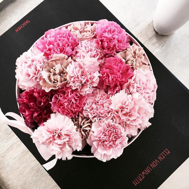 Im unserem wunderhübschen Laden erfüllen wir auch sehr gerne Sonderwünsche  Also kommt vorbei, wenn ihr Berliner seid oder bestellt einfach online. Danke für das schöne Foto @new2berlin  #nelkengehenimmer #nelken #blumen #blumenliebe #flowers #blumenonline #blumenversand #flowerbox #blumenbox #flowersinabox #lillyandroses_