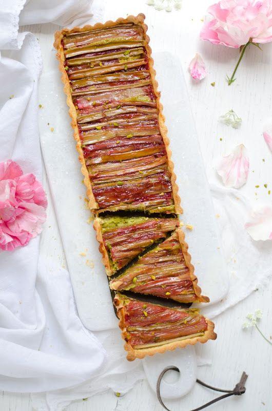 Rhubarb pistachio tart