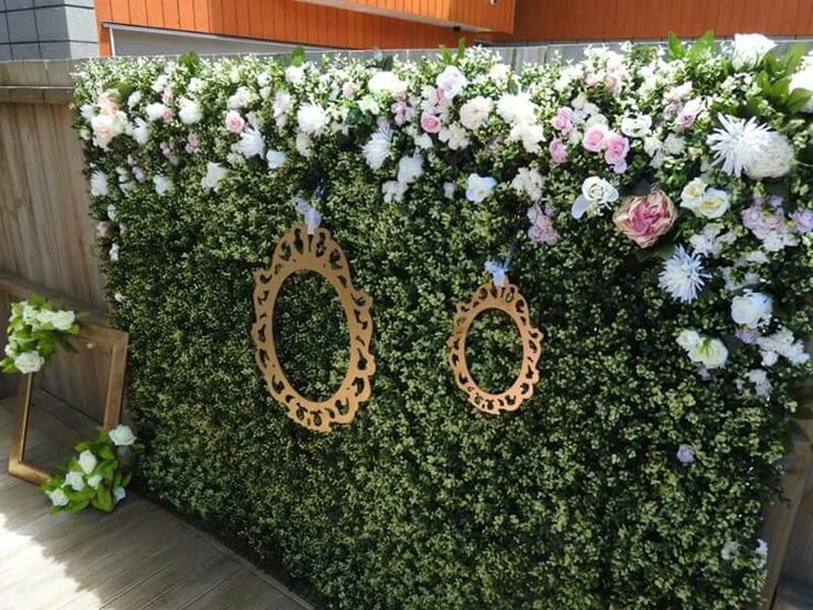 THE TOP HEDGE FLOWER WALL LIONESS PHOTOBOOTHS  www.facebook.com/lionesscreativeevents