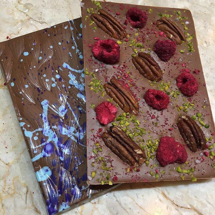 Он же в плитках с орехами и сублимированными ягодами