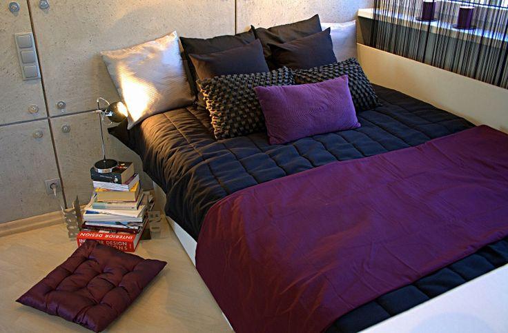 Fiolet w nowoczesnej sypialni