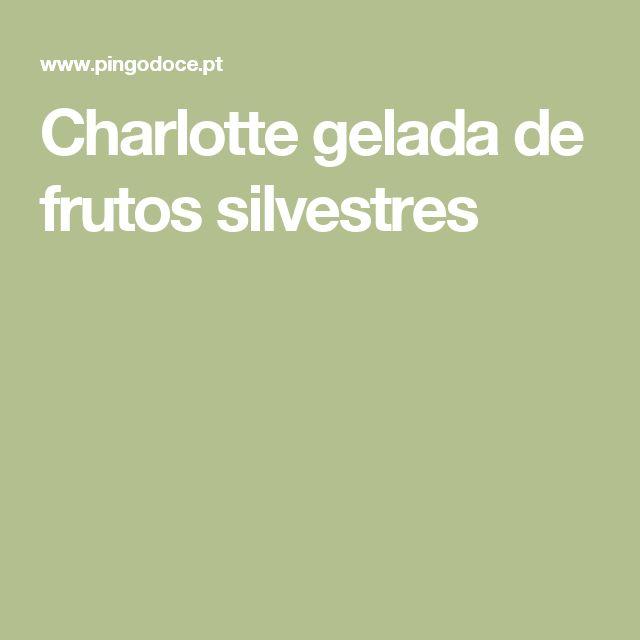 Charlotte gelada de frutos silvestres