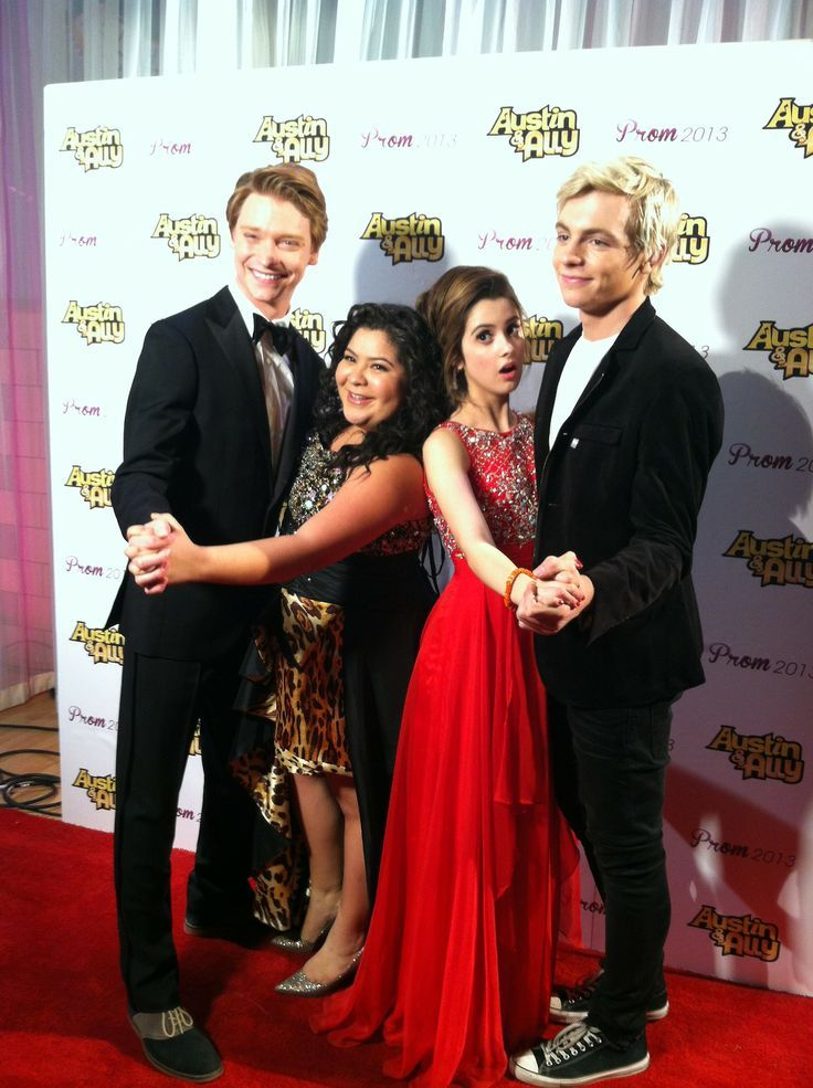 Laura marano et Ross lynch, Raini rodriguez et Calum worthy