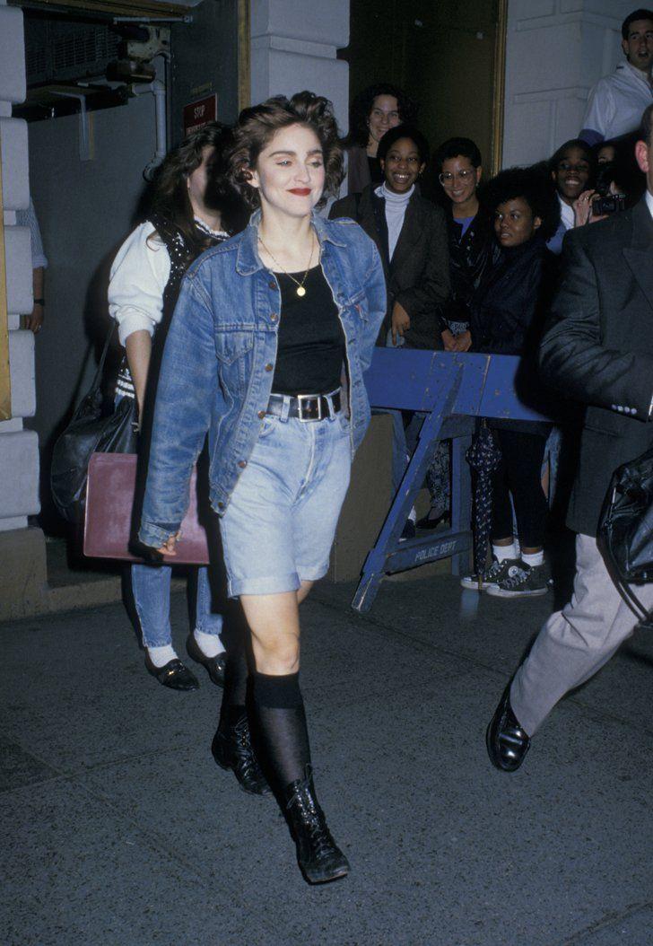 Pin for Later: De Geisha à Cow-Girl, en Passant Par Punk-Lady, Retour sur les Moments Mode les Plus Fous de Madonna  Dans un look total jean en 1988.