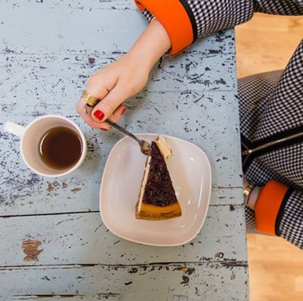 pennyblack_ofclCoffee break tastes better with a piece of cake. #Pennyblack #office #style #fashion #mood #coffee #coffeetime #instadaily #foodporn #food #cake #cheesecake #PE16 #SS16