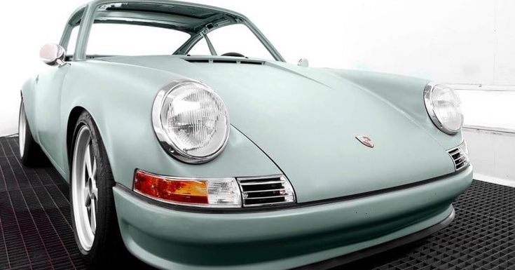 Voitures Extravert is converting vintage 911s into all-electric cars
