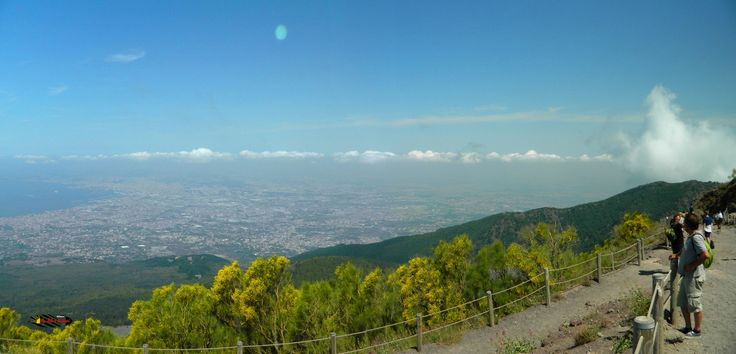 Mount Vesuvius: Panoramic view of Naples, Nikon Coolpix L310, 4.5mm, 1/1000s, ISO80, f/ 3.1+1.0 polar, panorama mode:segment 2,  201507131049
