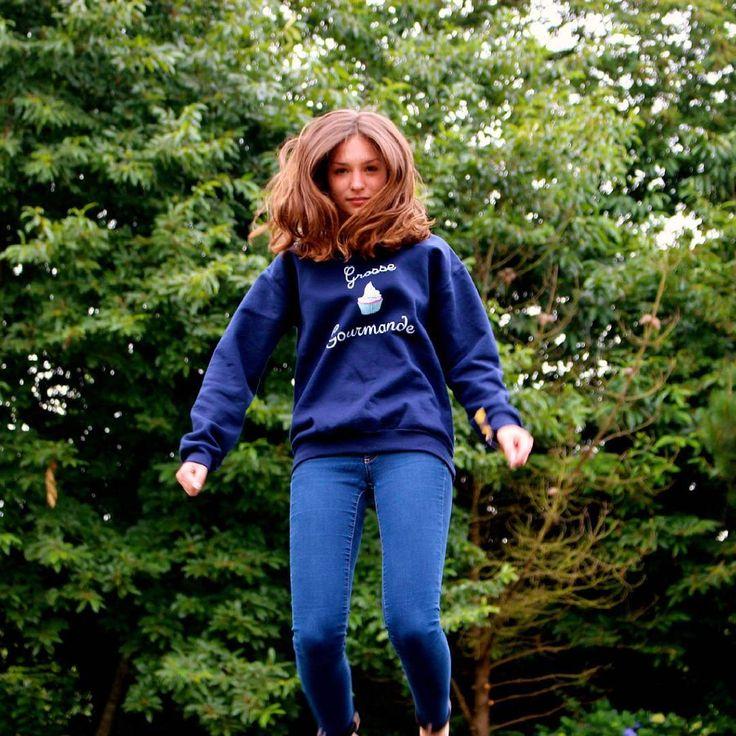Sweat Gros Gourmand/Grosse Gourmande - La Grosse Bécasse.  50% coton, Unisexe, Couleur : Bleu Marine. Femme, vêtements, vêtement, pull, jump, trampoline, saut, foret, forêt.